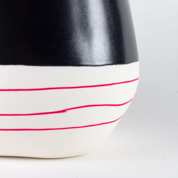 eric Hibelot vase XL porcelaine - émail noir Mishima rouge